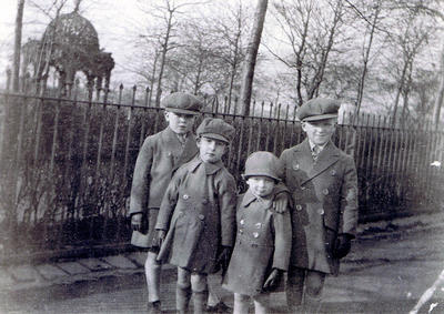 Children at Glasgow Green 1929