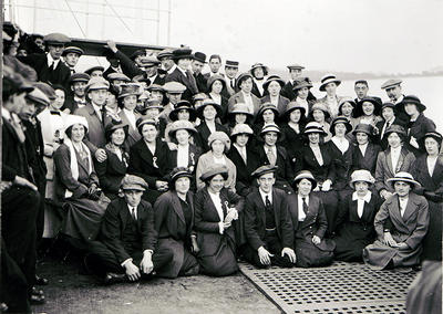Day Trippers c 1913