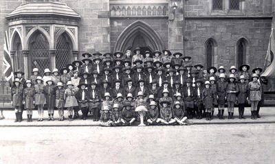 Girl Guides and Brownies, 1922