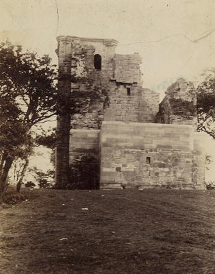 Crookston Castle 1895